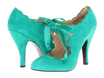 Wedding Shoes/photo: 6pm.com